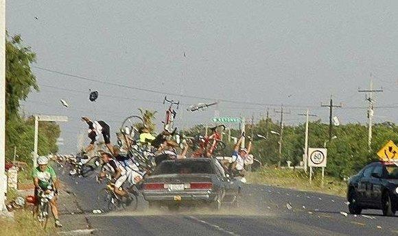 car slams into cyclists, Mexico
